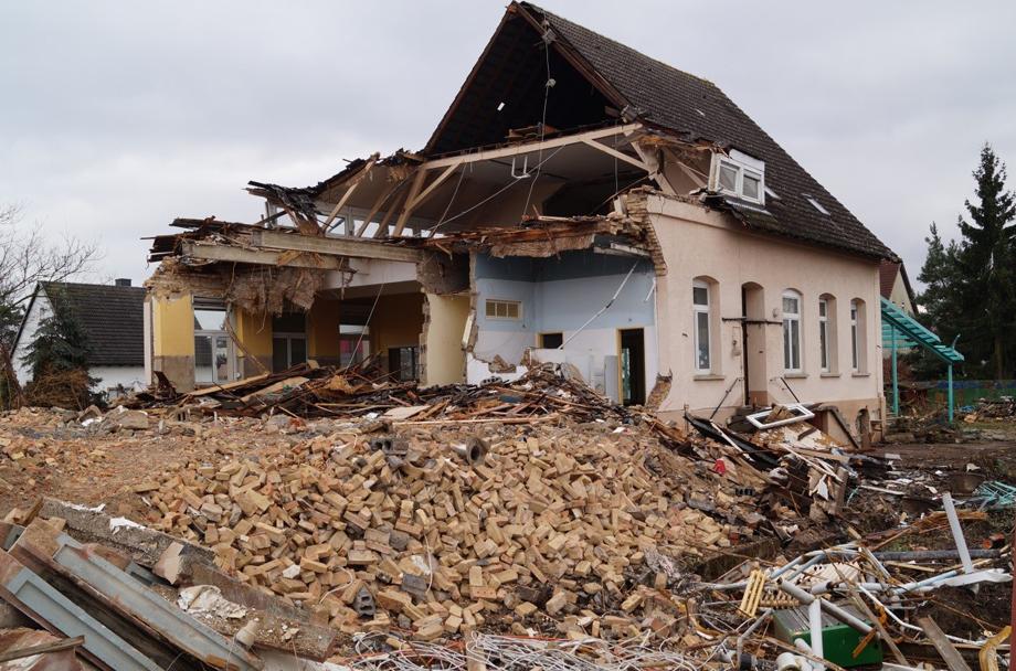 Abriss des alten Gemeindehauses (Februar 2014)